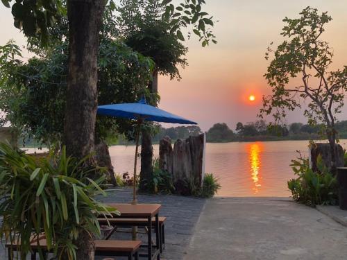 Ruen Thai Ban Rim Nam, Mueang Kamphaeng Phet