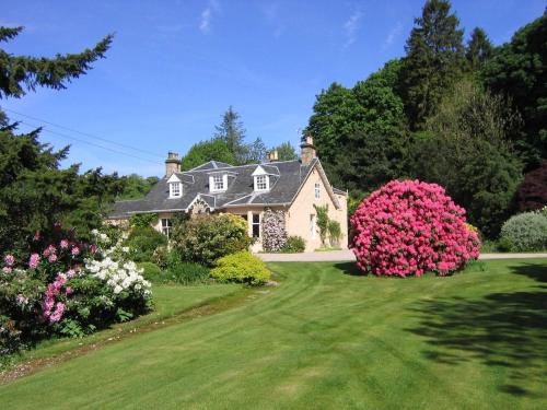 Finglen House Haven of Traquility cream room, East Dunbartonshire