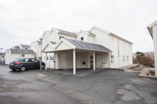 Four bedroom house with space for eleven guests. Close to Torshavn centre., Tórshavn