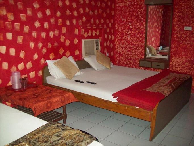 Hotel Majors Den, West