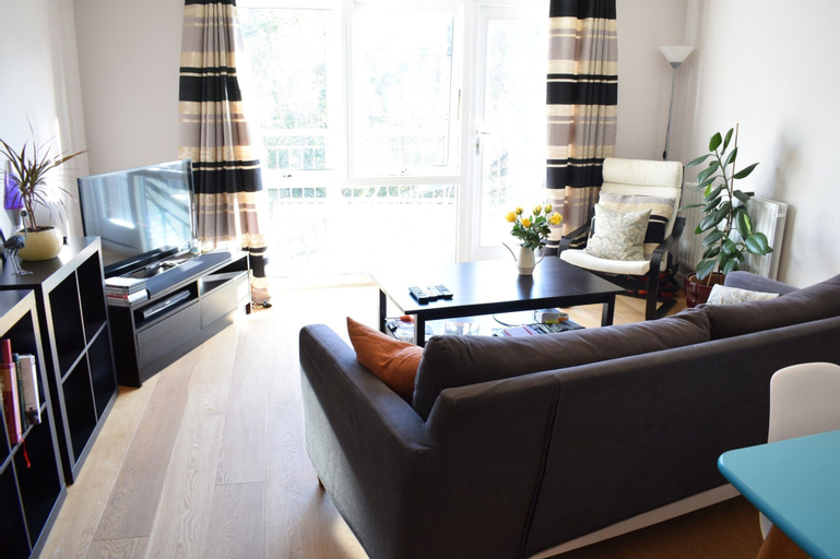 1 Bedroom Apartment in Dalston With Balcony, London