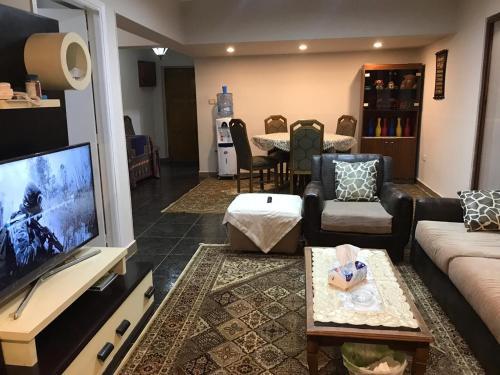 شقه فندقيه ميدان موسى جلال من شارع شهاب المهندسين, Al-'Ajuzah
