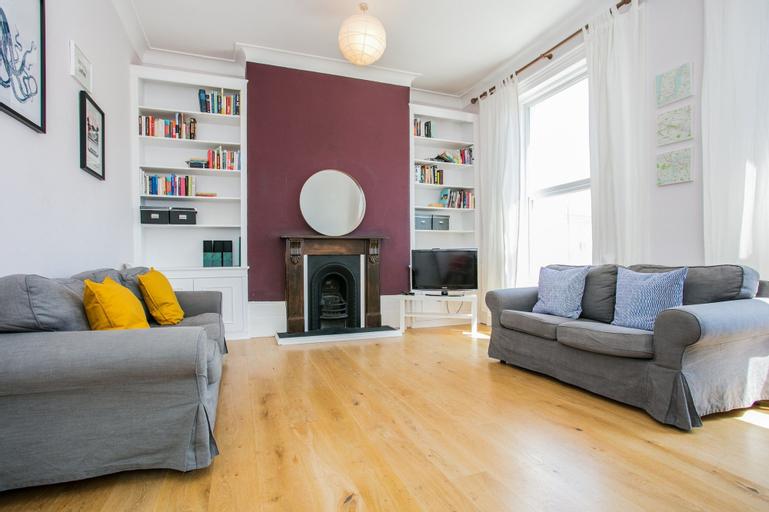 Spacious 4 Bedroom Home In Finsbury Park, London