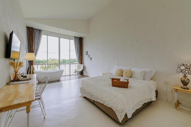 White Wall Riverfront Hotel, Mueang Kamphaeng Phet