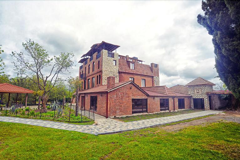 Chateau Chikovani, Khoni
