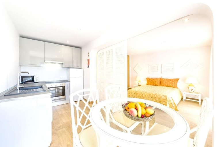 Apartment With one Bedroom in Quelfes, With Wonderful sea View, Pool A, Olhão