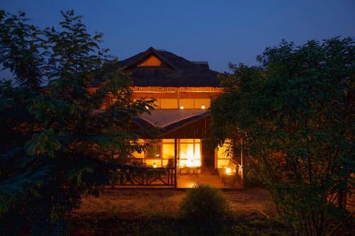 Ishasha Tree Climbing Lions View Lodge, Kinkiizi