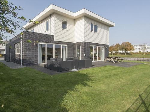 Spacious Holiday Home in Harderwijk with Sauna, Zeewolde