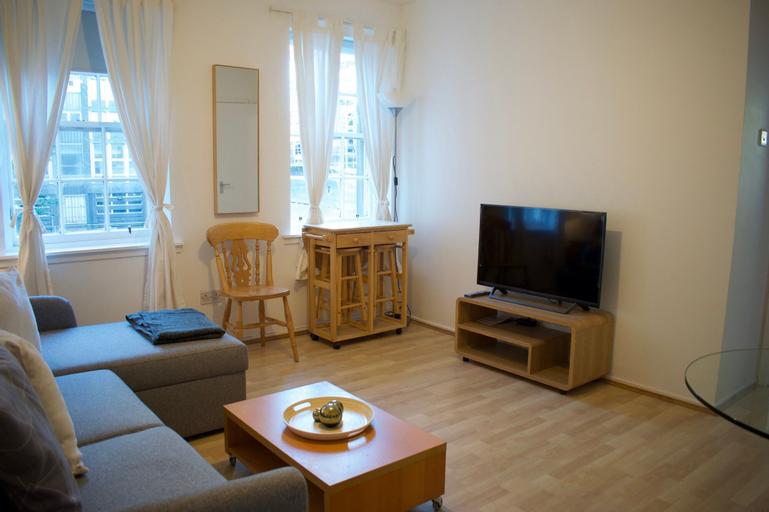 1 Bedroom Apartment With Castle Views in Glassmarket, Edinburgh