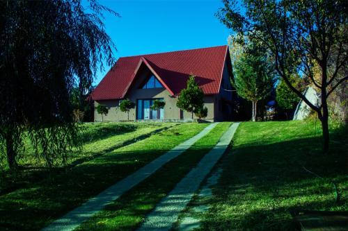 Guesthouse Vila Melisa, Razvad