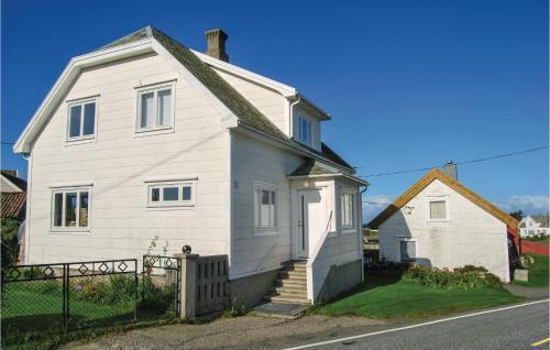 Three-Bedroom Holiday Home in Borhaug, Farsund
