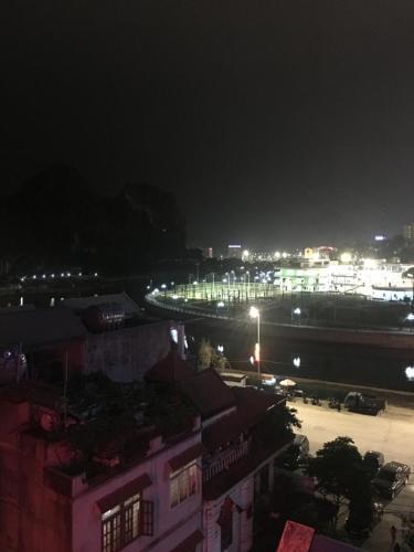 NHA NGHI HOANG QUAN, Hạ Long