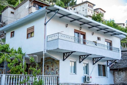 Grandma's Home, Gjirokastrës