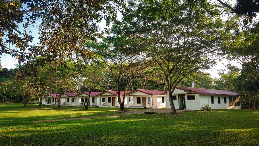 Roaring River Golf & Accommodations,
