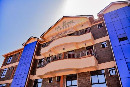 La Zion Hotel, Kitutu Masaba
