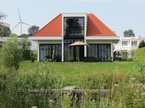 Beautiful Holiday Home with Jetty in Harderwijk, Zeewolde