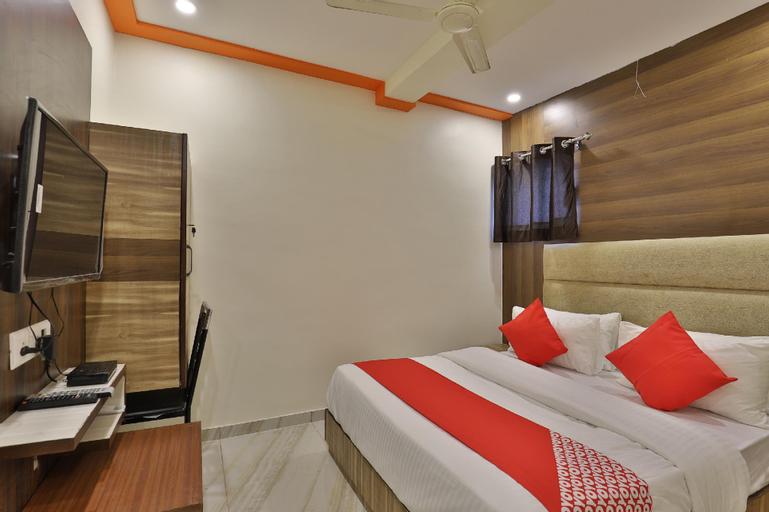 OYO 37359 hotel shiv villa, Ahmadabad