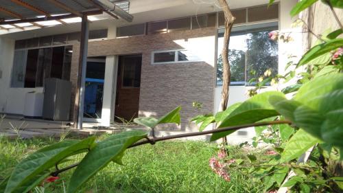 HOLIDAY HOUSE - casa privada / frente al rio Madre de Dios, Tambopata