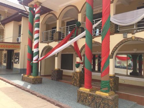 Buffalo Royal Hotel, Kwabre