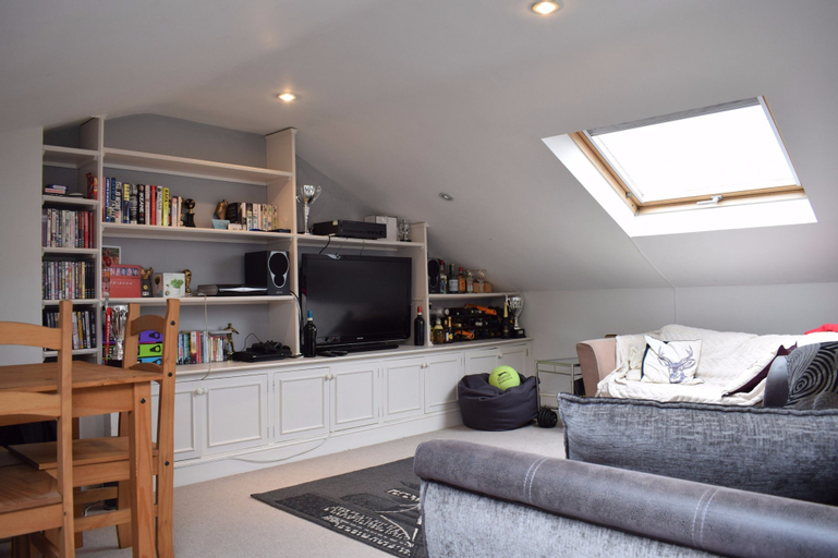 1 Bedroom Flat In Brixton, London