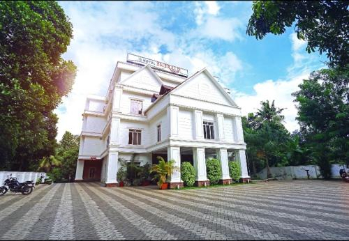 Hotel Emerald Regency, Kottayam