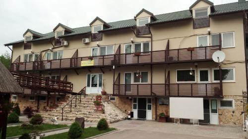 Motel La Popescu, Fetesti