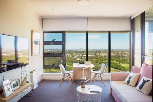 High Rise Cosy Apt with City View and Parking, Auburn