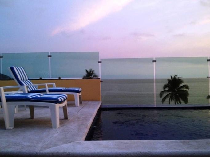Andressa Mia Apartments, Manzanillo