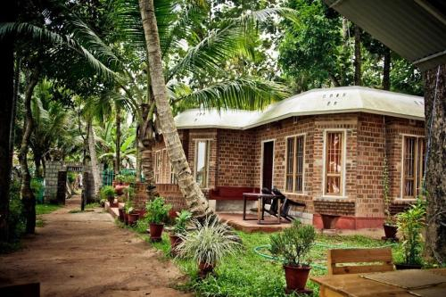 Cottage room for 3, by GuestHouser 3164, Kollam