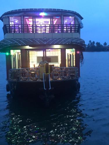 Rosey Houseboats, Alappuzha