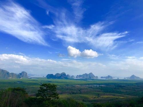 Phu Yhork Dao & The Adventure Cowboy, Takua Thung
