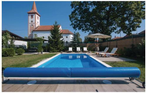 Five-Bedroom Holiday Home in Velika Ludina, Velika Ludina