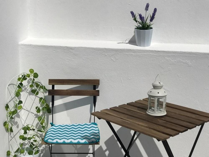 Studio in Portimão, With Wonderful City View, Furnished Balcony and Wi, Portimão