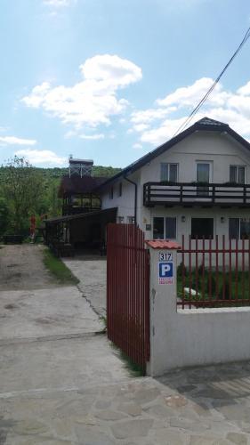 Casa Ghica, Izvoru