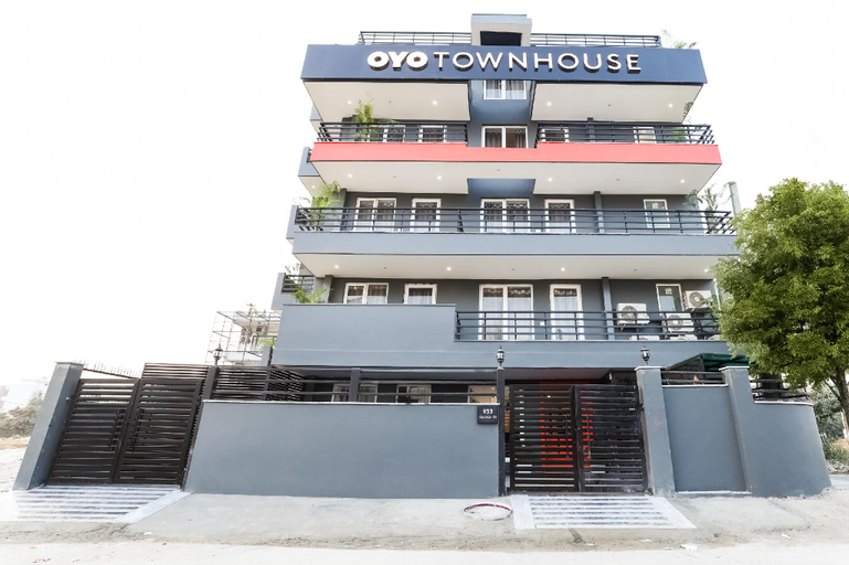 OYO Townhouse 284 Sector 51 Near Amity School Gurgaon, Gurgaon