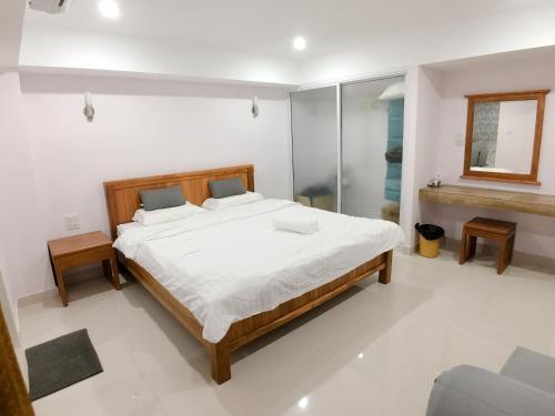 Easy Life Bangkok Condo, Din Dang