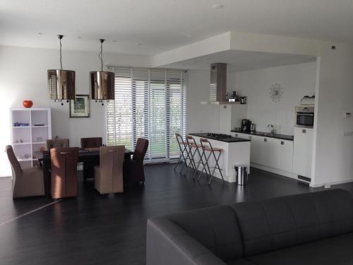 Beautiful Holiday Home with Jetty in Harderwijk, Zeewolde