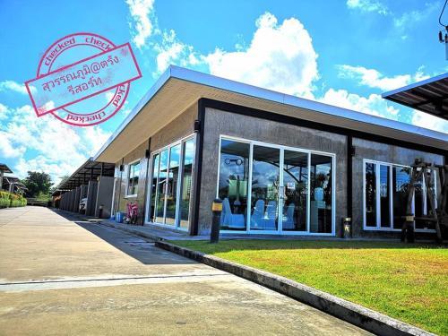 Suwannaphum Trang Resort, Muang Trang