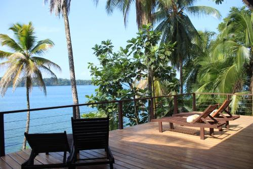 Almendro eco-house full comfort, kayak & king bed, Bocas del Toro
