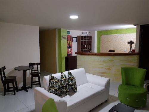Grand Amadeus Hotel, Cartago