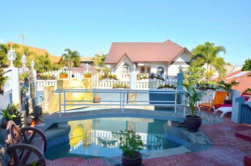 Grand Peninsula Suites, Balanga City