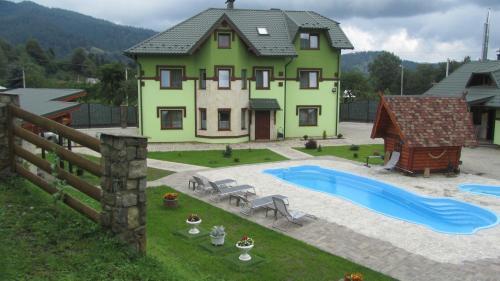 Emerald House, Iaremchans'ka
