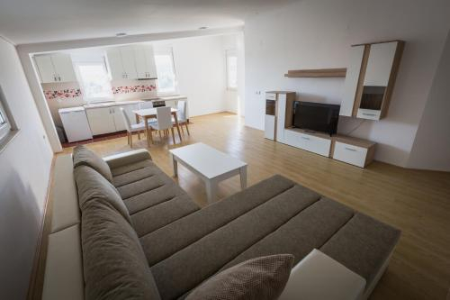 Merace Apartments,