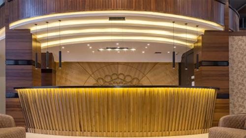 Sahara Gulf Hotel, Salt