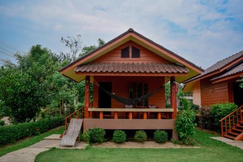 The Nest House, Pai