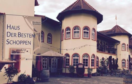 Weinschloßchen im Weingut Roos, Donnersbergkreis