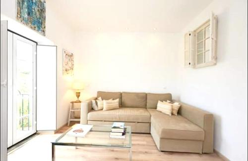 House with one bedroom in Cascais with wonderful mountain view enclosed garden and WiFi 3 km from th, Cascais