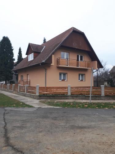 Viktoria Apartmanhaz, Siklósi