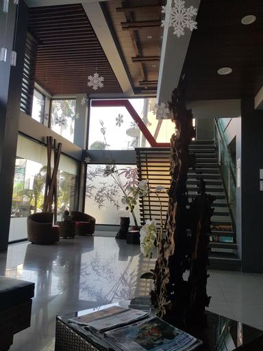 La Jenns Hotel and Resto Grill, Bantay