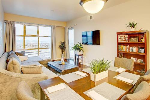 Modern New 2BD/2BA in the Heart of Downtown, Clark